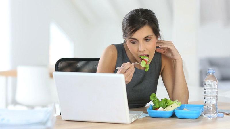 کسب موفقیت و ناهار خوردن