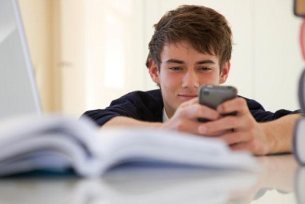 چگونه فرزندمان را از موبایل جدا کنیم