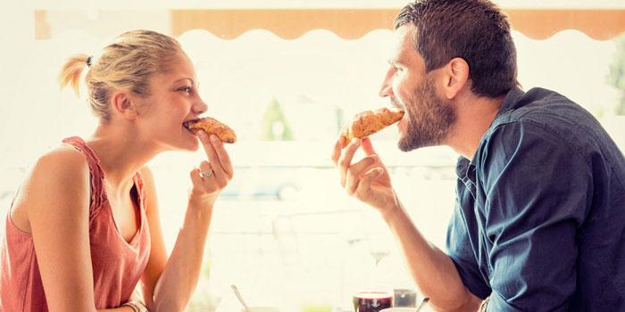 یک همسر نمونه عاشق خندههایتان است