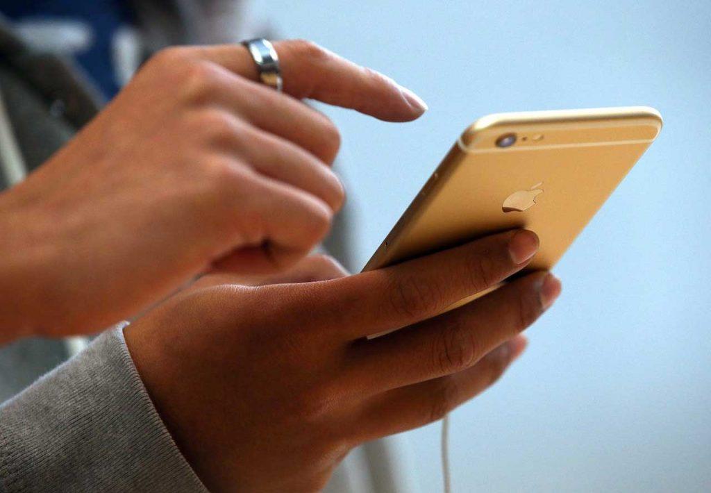بررسی گوشی موبایل توسط همسرتان
