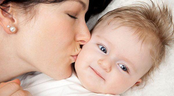 خطر زیاد بوسیدن کودک