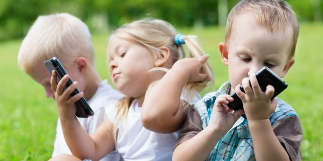 خانواده و گوشی های هوشمند
