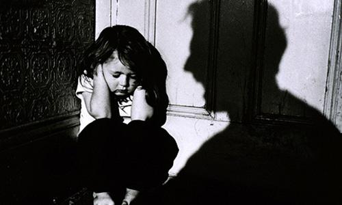 آسیب های بد رفتاری با کودکان