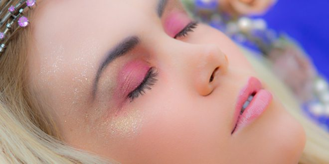 تاثیرات خوابیدن با آرایش