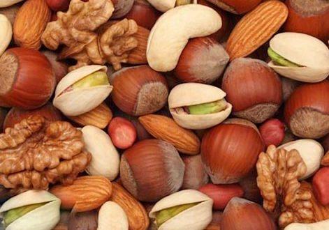تغذیه آجیل شور در عید نوروز