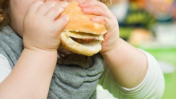 غذاهای مضر برای کودک ها