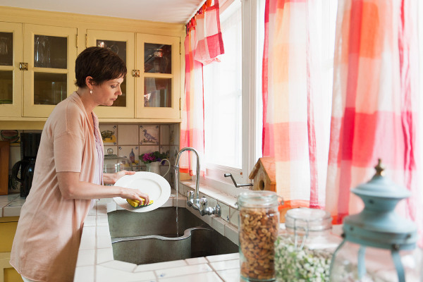 عدم تمایل زنان شاغل به خانه داری