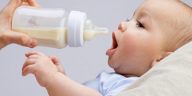 تغذیه با شیر مادر یا تغذیه با شیشه شیر؟