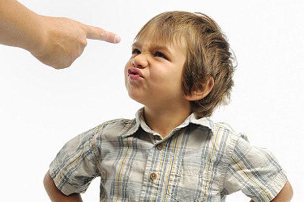دلایل بدرفتاری در کودکان