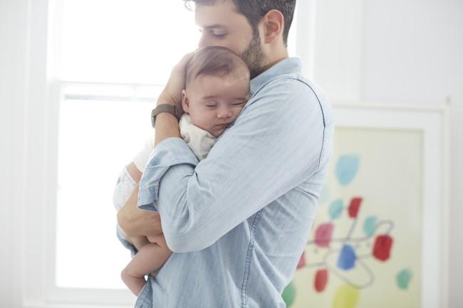 فرزندتان را در آغوش بگیرید