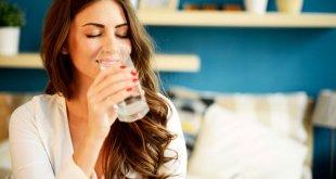 فواید بسیار نوشیدن آب ولرم در صبح