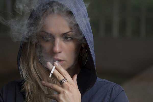 رابطه-سیگار-و-افسردگی-چیست